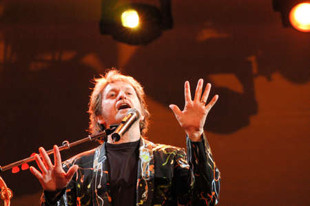 estival: Lugano, Switzerland - 8 July 2004: the singer Jon Anderson of Yes group during Estival Jazz in Lugano, Switzerland Editoriali