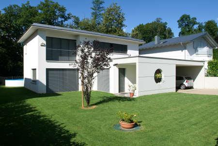 Arasio, Suisse - 4 Juillet 2007: maison moderne Banque d'images - 48112893