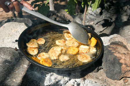 platanos fritos: Platones se fríen los plátanos una especialidad de comida República Dominicana