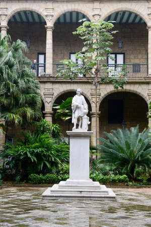plaza de armas: The patio of a colonial house at Plaza de Armas in Old Havana, Cuba Editorial