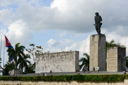 guerilla: Santa Clara, Cuba - 8 january 2016: people visiting Che Guevara statue and the mausoleum in Revolution Square. Che participated in the Cuban revolution and the organization of the Cuban state Editorial