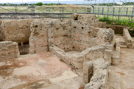 Les bains de forum sur les anciennes ruines romaines de Egnazia, Italie.