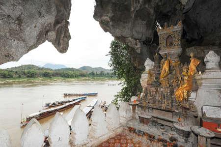 ルアンパバーン郡, ラオスの朴 Ou の仏像の洞窟します。 報道画像