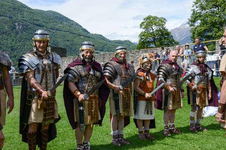 Bellinzona, Suisse - 21 mai 2017: Exposition de centurions romains au château de Castelgrande à Bellinzona sur les Alpes suisses Banque d'images - 80456774