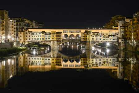 river arno: Firenze, Italy - 5 July 2017: Famous bridge of Ponte Vecchio in Florence on Italy.
