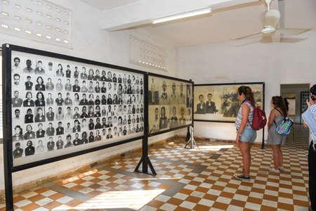 Phnom Penh, Camboya - 17 de enero de 2018: fotografías de las personas asesinadas en la prisión S21 por el khmer rouge en Phnom Penh en Camboya