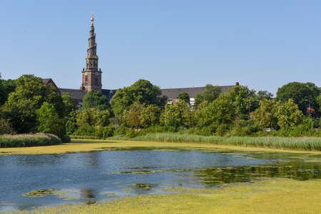 Paysage avec le clocher de l'église de notre sauveur à Copenhague au Danemark