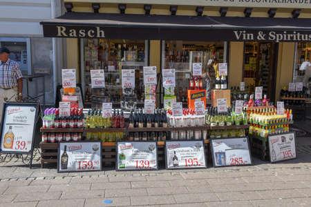Helsingor, Dinamarca - 28 de junio de 2019: Tienda de vid y espíritus en Helsingor en Dinamarca Editorial