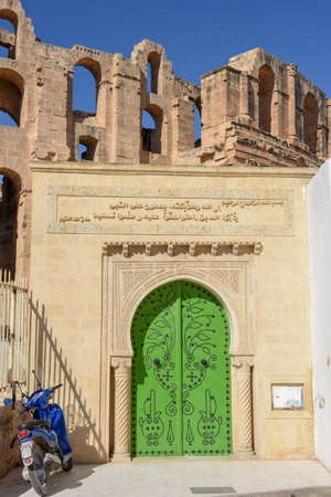 Roman amphitheater and mosque of El Jem on Tunisia, Unesco world heritage 版權商用圖片 - 133858697
