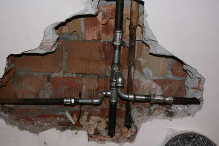 close fitting: broken pipe heat