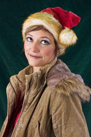 weihnachtsmann lustig: Sch�ne Frau, die sich als Santa Claus, lustig Portr�t. Lizenzfreie Bilder