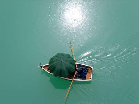 reflektion: Angler im Boot