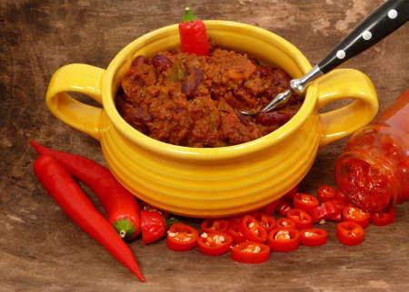 free plates: hot chili con carne