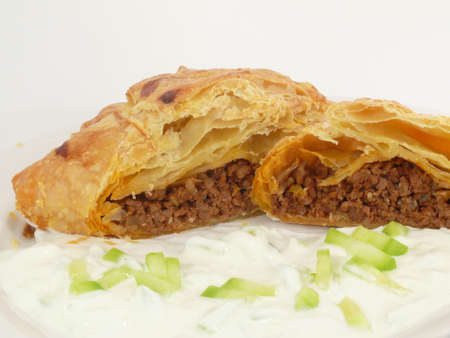 tzaziki: Minced meat in puff pastry and tzaziki