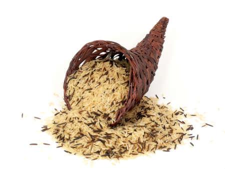 Water- en langkorrelige rijst in Hoorn des overvloeds Stockfoto