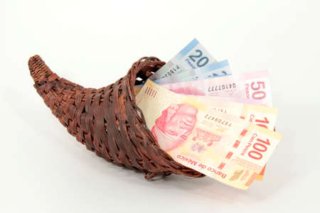 Mexikanischer Peso in dem Füllhorn Standard-Bild - 12067641