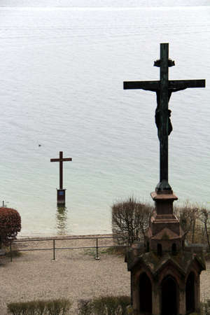 ludwig: Memorial crosses Lake Starnberg