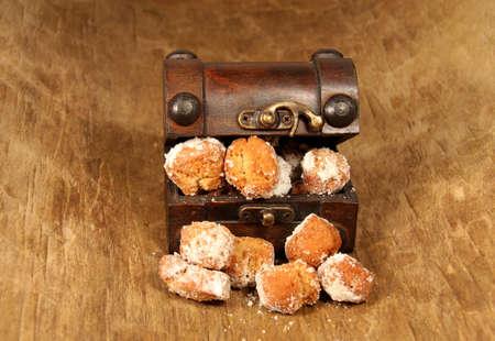 fasnet: almond Mutzen