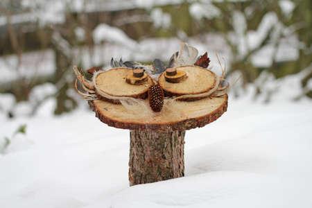 Handmade wood owls in the snow Standard-Bild