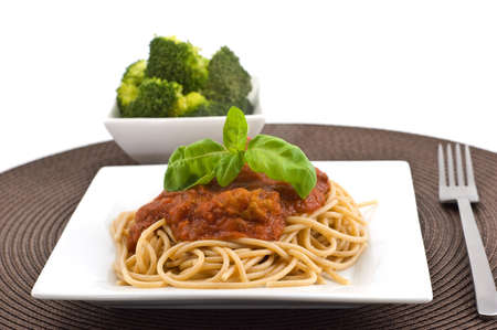 bolognaise: Spaghetti Bolognaise on whole wheat pasta with a side of broccoli for a healthy small dinners