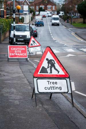 boom kappen: Boom te snijden teken, op de Britse stad straat