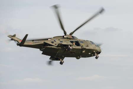 mago merlin: Merlin helic�ptero de la Real Fuerza A�rea que vuela a Abingdon Airshow Reino Unido mayo 2014