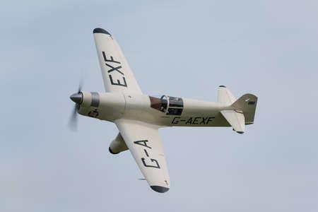 warden: Biggleswade Reino Unido - 05 de octubre 2014: Percival Mew Gaviota, aviones de carreras de la vendimia en la exhibici�n a�rea Shuttleworth Collection Editorial