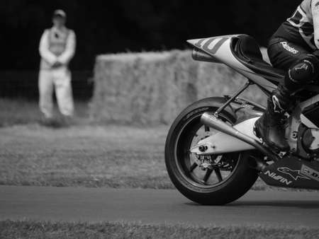 hillclimb: Goodwood, Reino Unido al 26 de junio 2015: KR211V motocicleta de carreras en el Goodwood Festival of Speed. Editorial