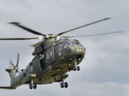 mago merlin: Yeovilton, Reino Unido - 11 de julio 2015: los helicópteros de la Marina Real Merlin volando a Day Air Yeovilton. Editorial