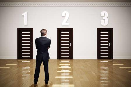 businessman has to choose between 3 options 版權商用圖片