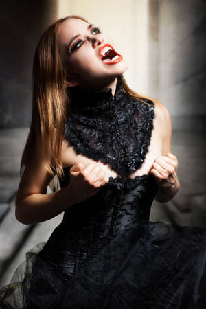 attractive crying vampire Standard-Bild