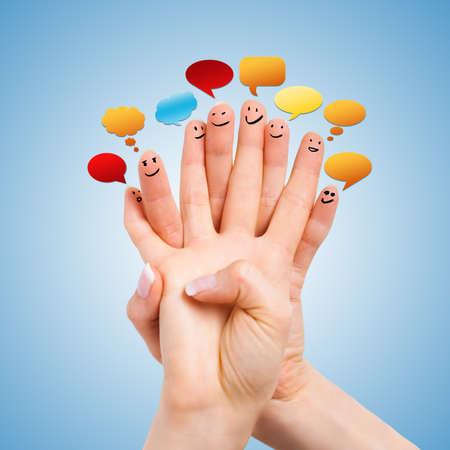 caritas pintadas: dedos felices con smileys y bocadillos