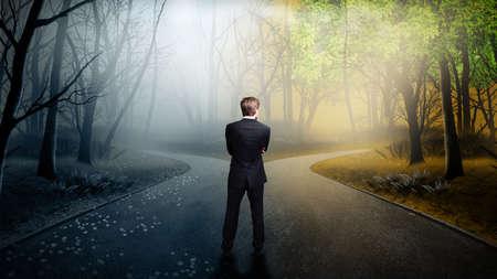 businessman has to decide which direction is better  Foto de archivo
