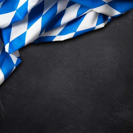 Beierse tafelkleed en een krijtbord Stockfoto