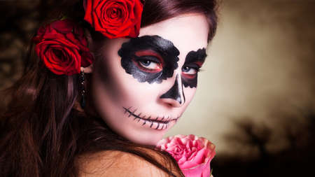 sexy young girl: Привлекательная молодая женщина с сахаром череп макияжа Фото со стока