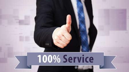 """comunicacion no verbal: hombre de negocios con el pulgar arriba y el lema """"100% servicio"""""""