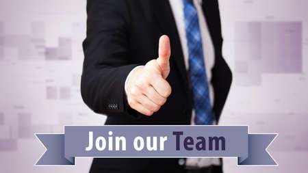 """comunicacion no verbal: hombre de negocios con el pulgar arriba y el lema """"Únete a nuestro equipo"""""""