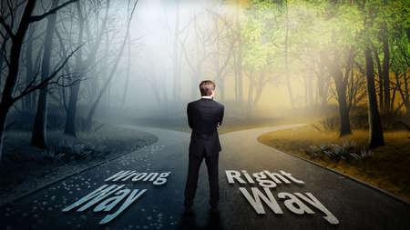 Geschäftsmann muss zwischen falschen und richtigen Weg zu wählen Lizenzfreie Bilder