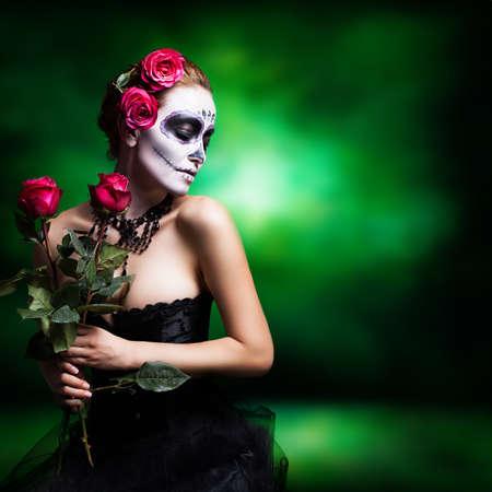 traje mexicano: mujer atractiva con estilo del cráneo del azúcar