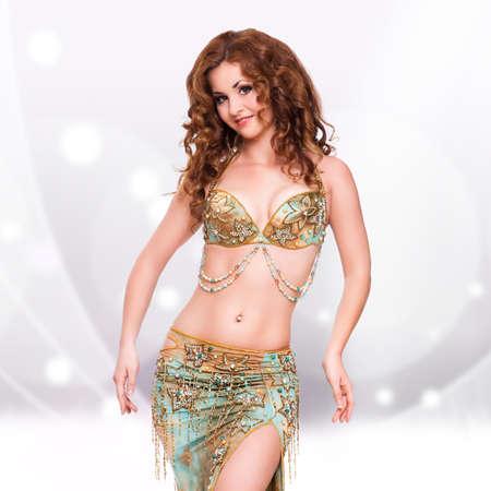danseuse orientale: attrayante danseuse du ventre Banque d'images