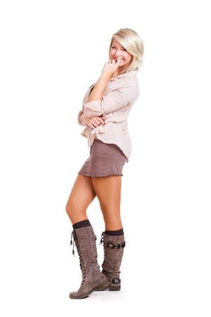 mini falda: joven y atractiva mujer rubia sonriente