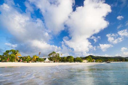 dive trip: beautiful beach in Antigua