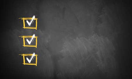 Tafel mit 3 überprüft den Zeilen für die Anpassung mit eigenen Checklistenpunkte