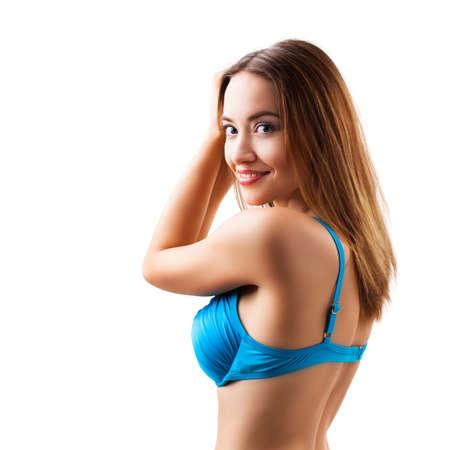 attraktive Frau im Strand tragen