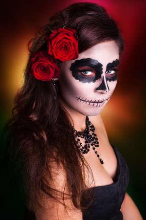 Attraktive Frau mit Zuckerschädel-Make-up Standard-Bild - 37189035