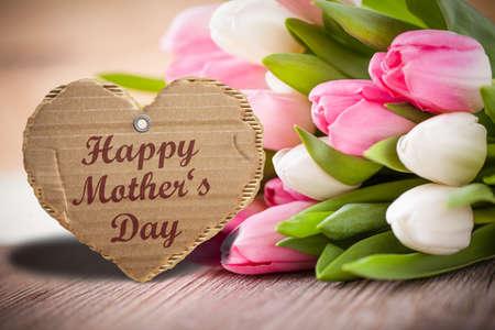 Día y tulipanes de Happ Madre
