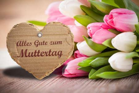 Tulpen mit SMS-Nachricht: Standard-Bild - 39556142