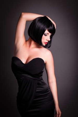 cabello negro: atractiva mujer seductora