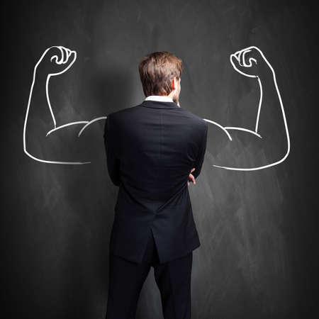 Geschäftsmann mit Zeichnung als Symbol für Macht