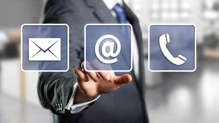 Geschäftsmann Auswahl per E-Mail als Kontaktoption Lizenzfreie Bilder